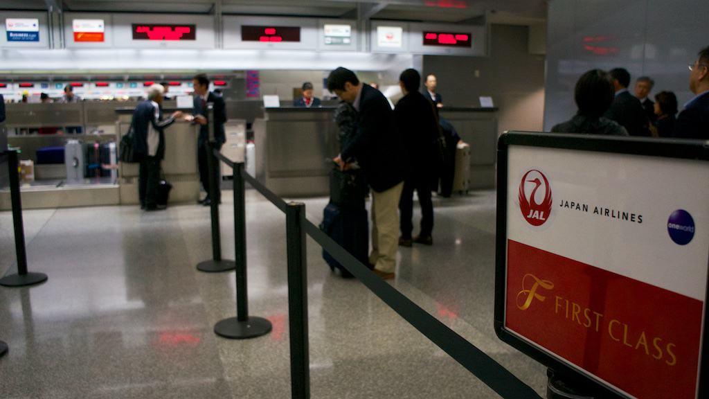 頭等艙報到櫃檯與其他艙等共用,人多的時候還是需要稍等一下
