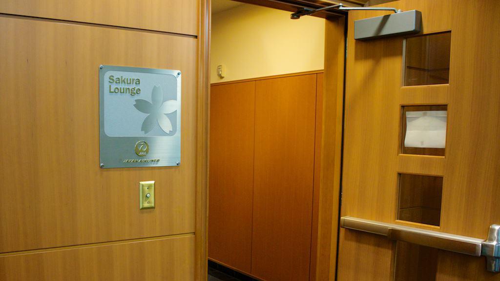 舊金山的 Sakura Lounge 實在感受不太出日航的水準。