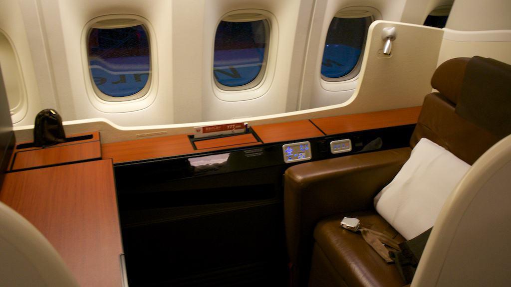 日航 777-300ER 頭等艙