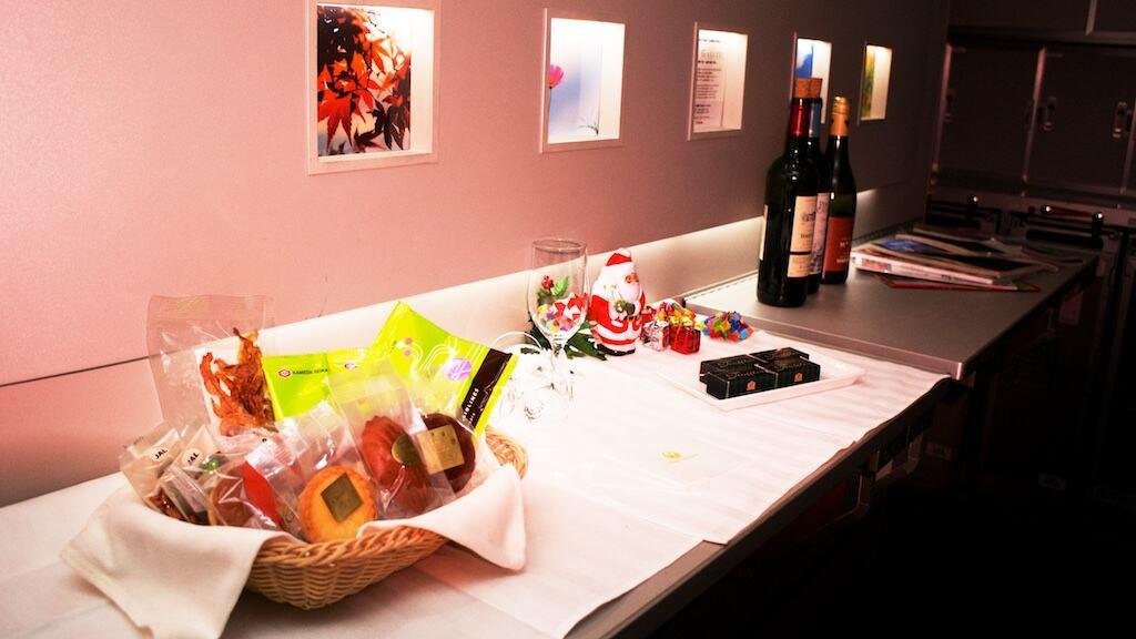 商務艙的 Gallery。隨時放了酒和點心可以自行取用。