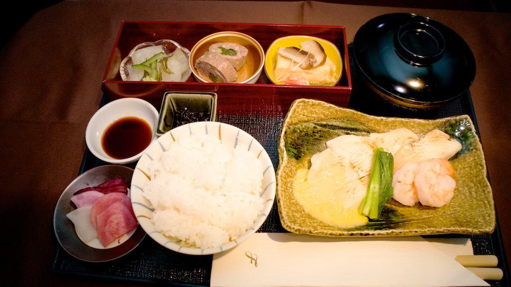日式早餐。能吃到熱騰騰的白飯,是早起後的一大享受。