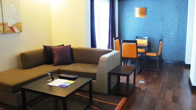 研究生以點數訂曼谷 Radisson 飯店的基本房,升等到 One Bedroom Suite