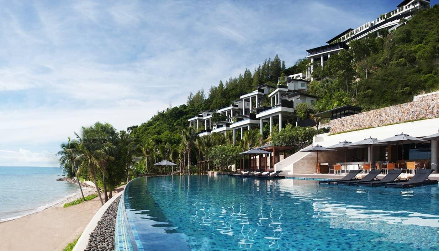 Conrad Koh Samui 面對西邊夕陽,每個基本房都是獨立的 Villa,擁有自己的無邊際游泳池。整間飯店不到一百間房間,可以放鬆的享受與家人的時光