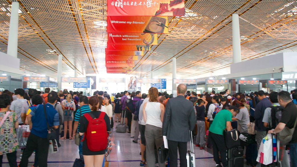北京機場排隊入境的人潮