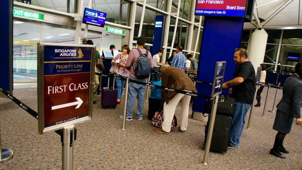 新航在香港的登機優先順序分為頭等艙,商務艙,金卡,及後排旅客