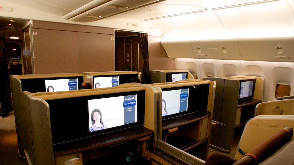 新航最新777-300ER頭等艙的位置為 1-2-1,共八個位置