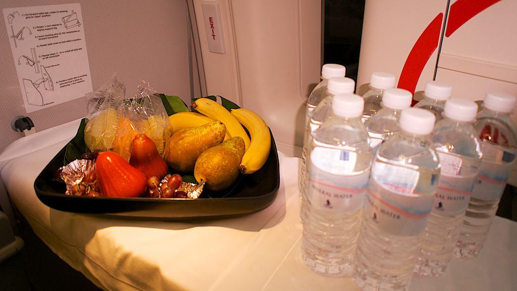 商務艙 Gallery 空間所擺設的水果