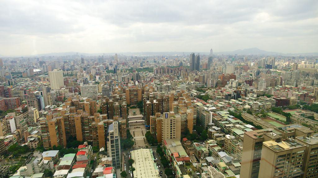 台北遠企38樓馬可波羅餐廳拍出去的景色
