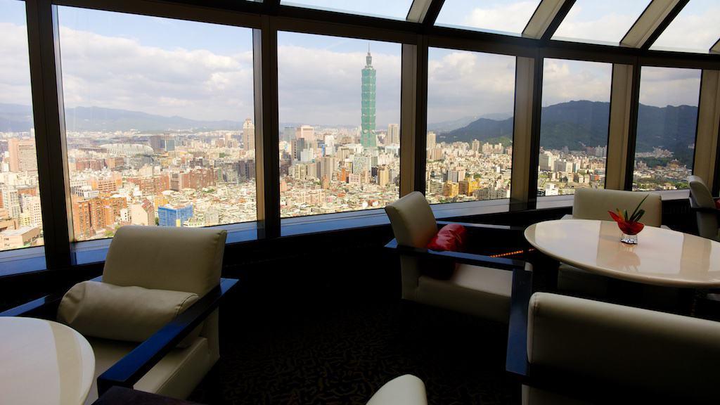 台北遠企38樓馬可波羅lounge 可以一邊喝下午茶,一邊看著台北101
