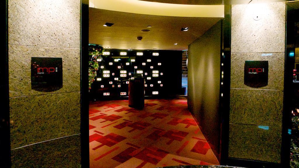 遠企38樓的馬可波羅有分餐廳和 lounge。這次研究生來吃的是餐廳的部分,lounge下次會介紹