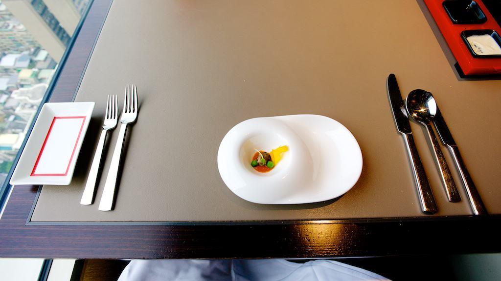 開胃菜。只有一口,不過盤子挺大的...