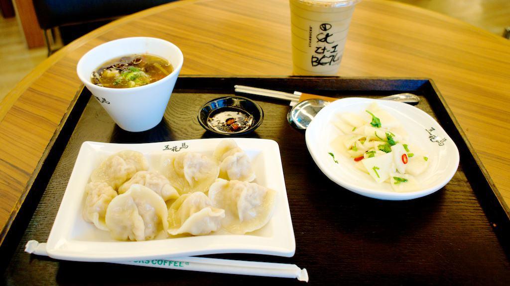 台北第二航廈的五花馬餃子館