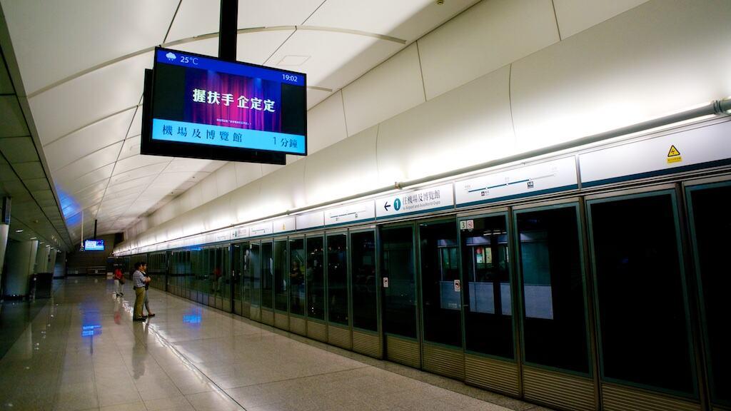 九龍站的機場快線月台,幾乎沒從這裡上車九龍站的機場快線月台,幾乎沒從這裡上車