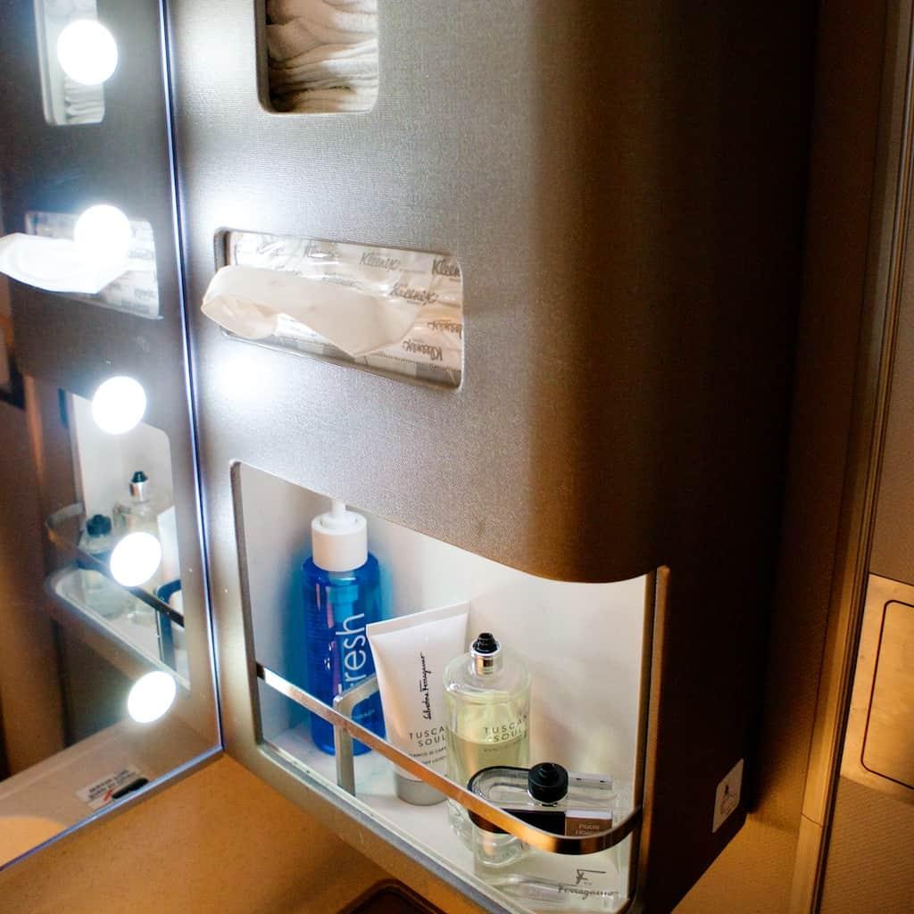 新航新一代頭等艙洗手間備品
