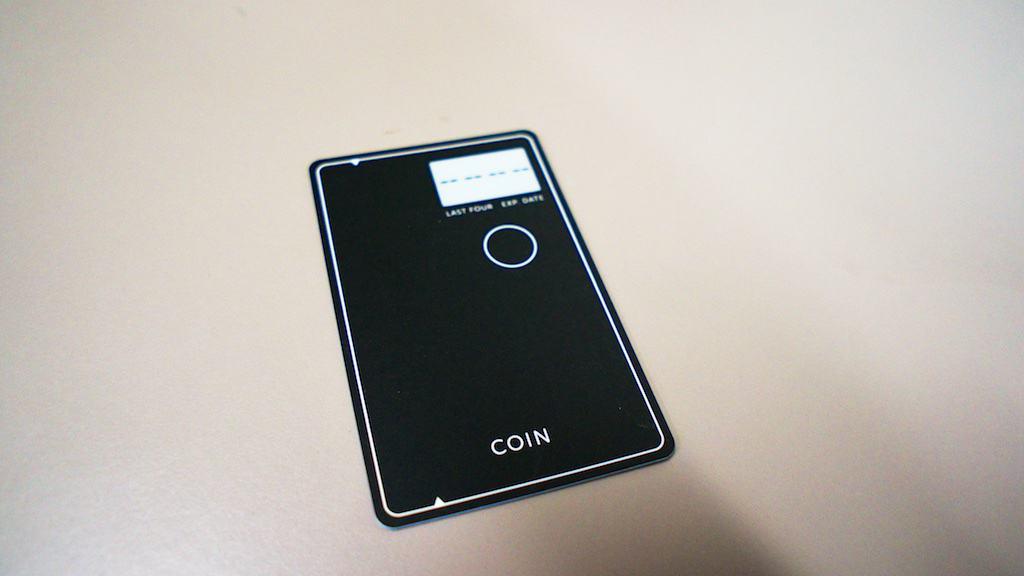 Coin 本體只有一個按鍵,搭配電子紙螢幕