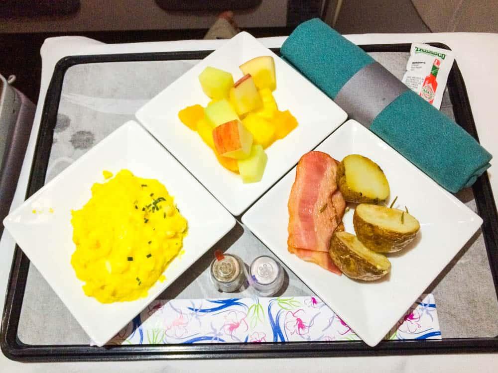 夏威夷航空東京前往檀香山商務艙早餐(研究生的點數旅行筆記)