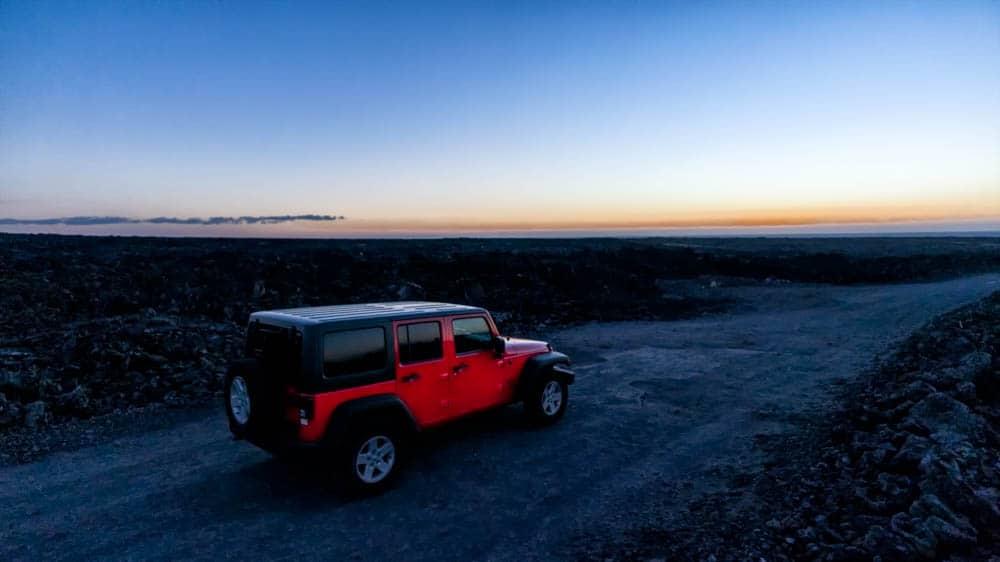 火山,吉普車與夕陽餘暉(研究生攝於夏威夷島)