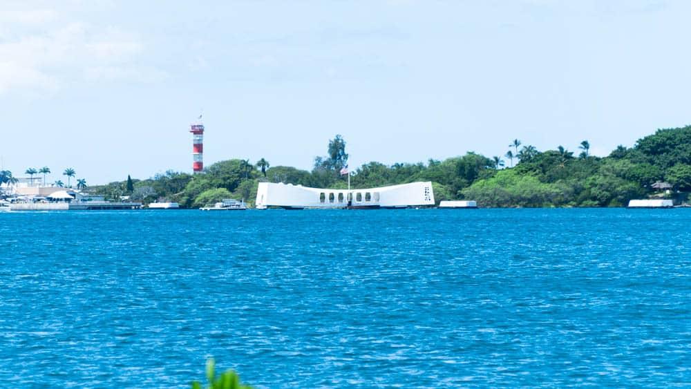 遠眺夏威夷亞利桑那號戰艦紀念館(研究生的點數旅行筆記)