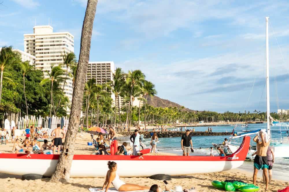 Waikiki 海灘的日常,和加州運來的沙 (研究生的點數旅行筆記)