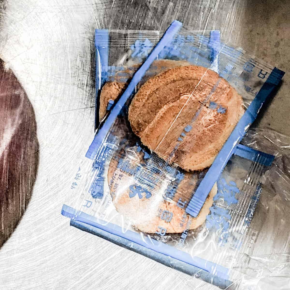一風堂泡麵裡的乾燥肉片屬於防疫範圍內,要取出才能入境(研究生的點數旅行筆記)