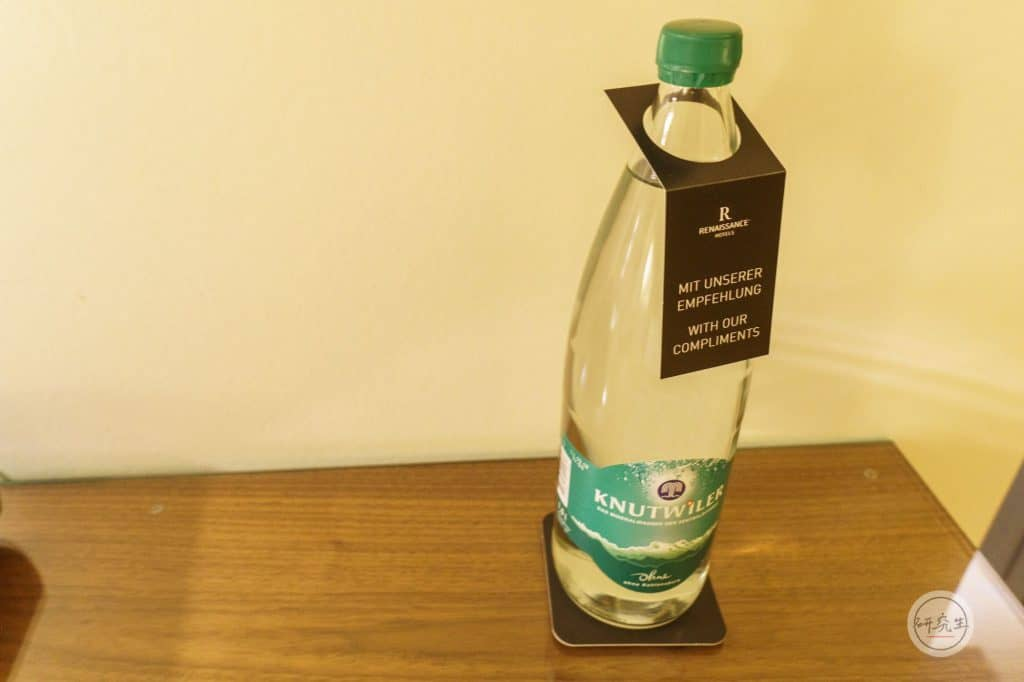 琉森萬麗飯店免費提供的迎賓禮 - 瓶裝水|研究生