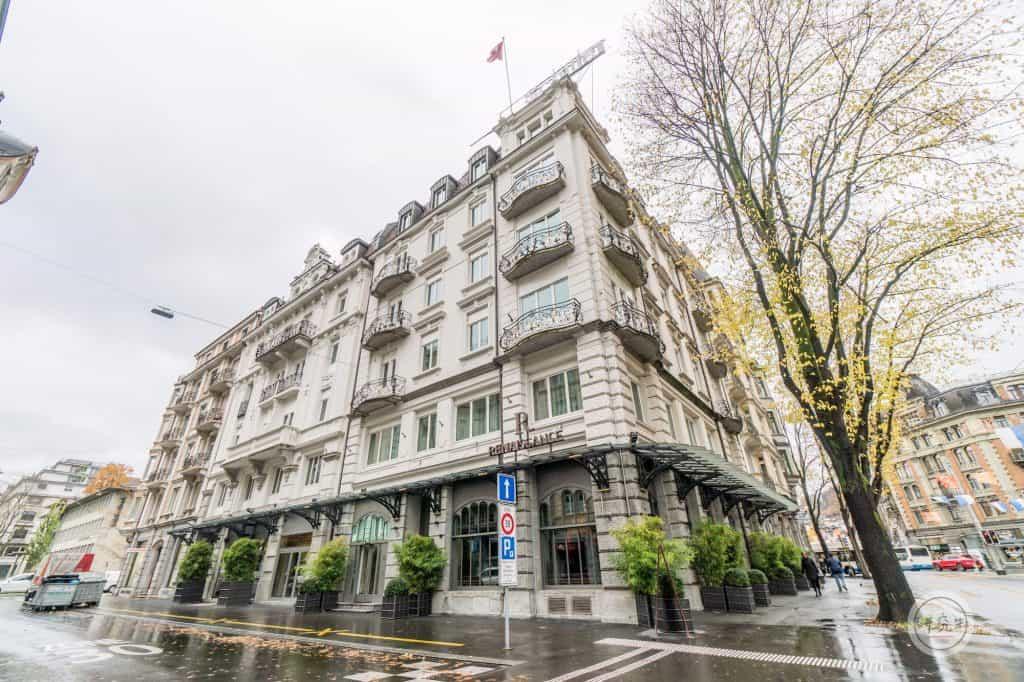 琉森萬麗飯店官網自稱為世界最小的萬麗飯店,實際上樓高五層樓,房間數不多,但位置相當好,離中央車站腳程五分鐘,走路到觀光的舊城區也是十分鐘之內。|研究生