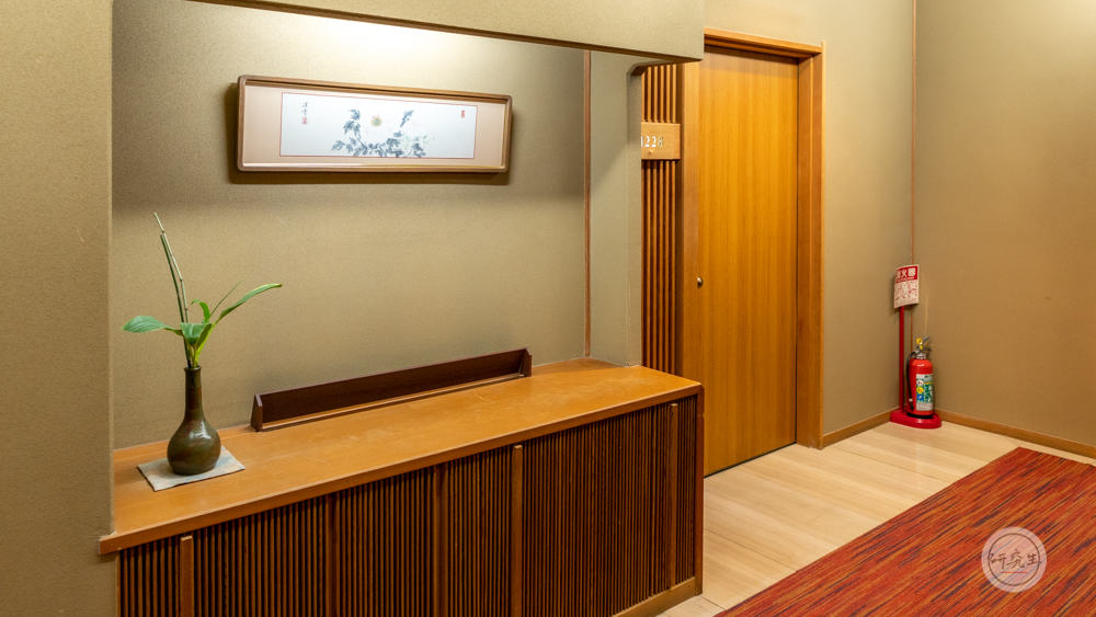 北館的擺設比較素雅 房間門口也很寬敞素雅(有馬溫泉・兵衛向陽閣|研究生)