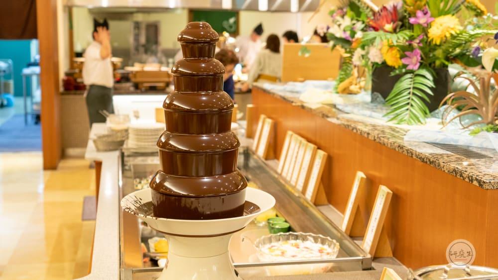 晚餐甜點除了經典的杏仁豆腐 還有巧克力噴泉(有馬溫泉・兵衛向陽閣|研究生)