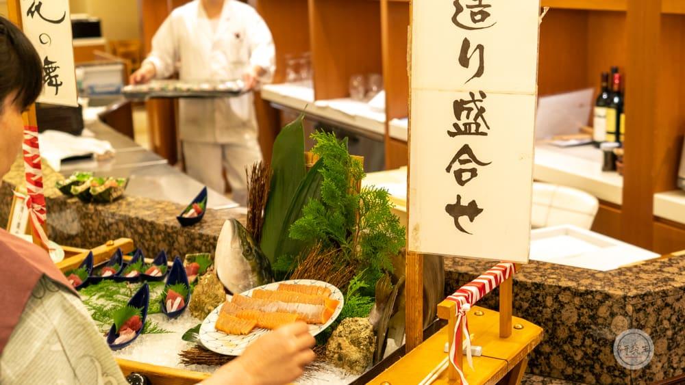 晚餐的生魚片也是沒有客氣的多樣選擇