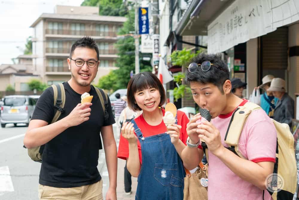 跟上田夫婦一起吃有馬溫泉最有名的碳酸仙貝霜淇淋|研究生