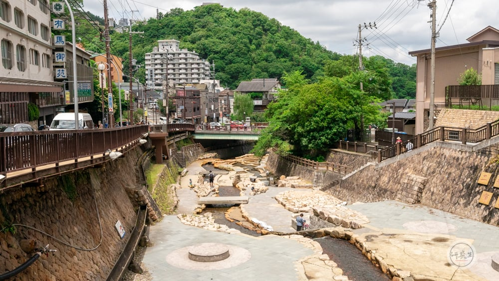 飯店外面走路三分鐘 就是著名的六甲川(有馬溫泉・兵衛向陽閣|研究生)
